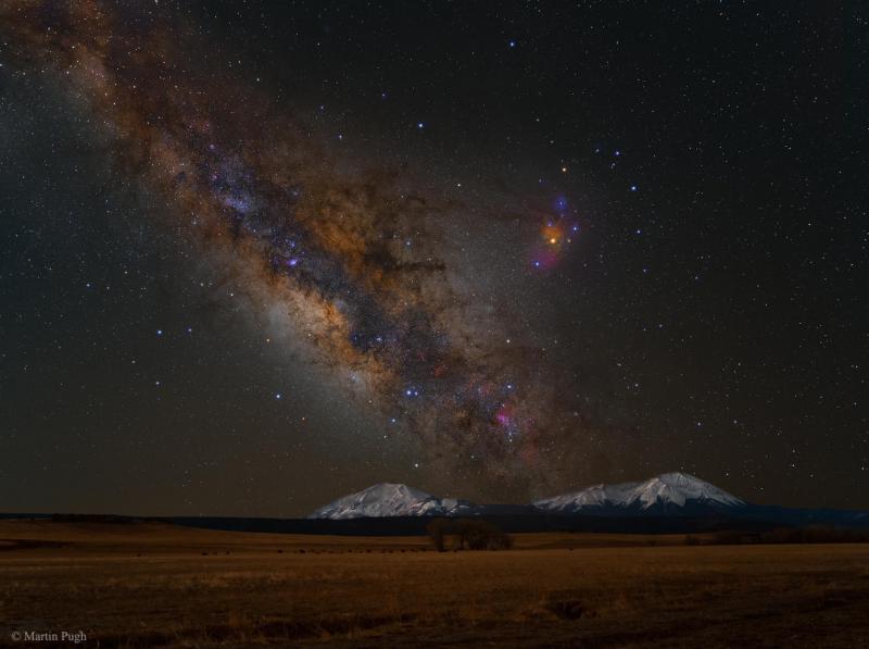 کهکشان راه شیری برفراز قله های اسپانیایی