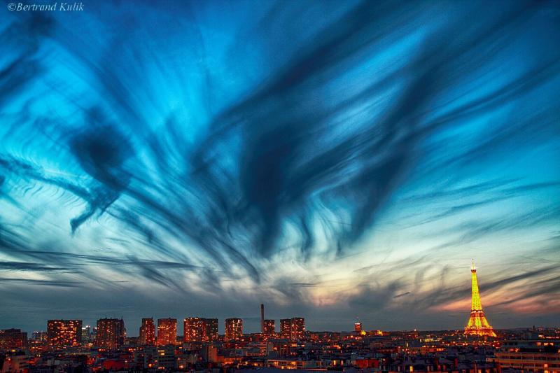 ابر های سیروس بر فراز پاریس