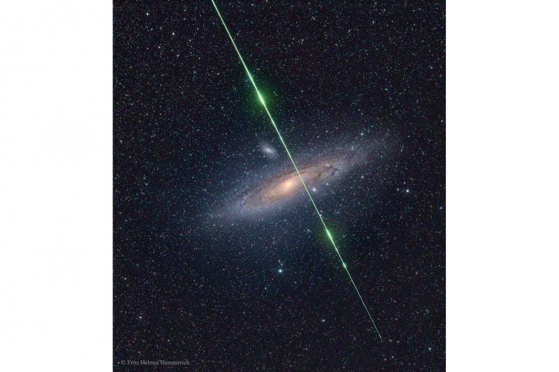 شهاب در مقابل کهکشان