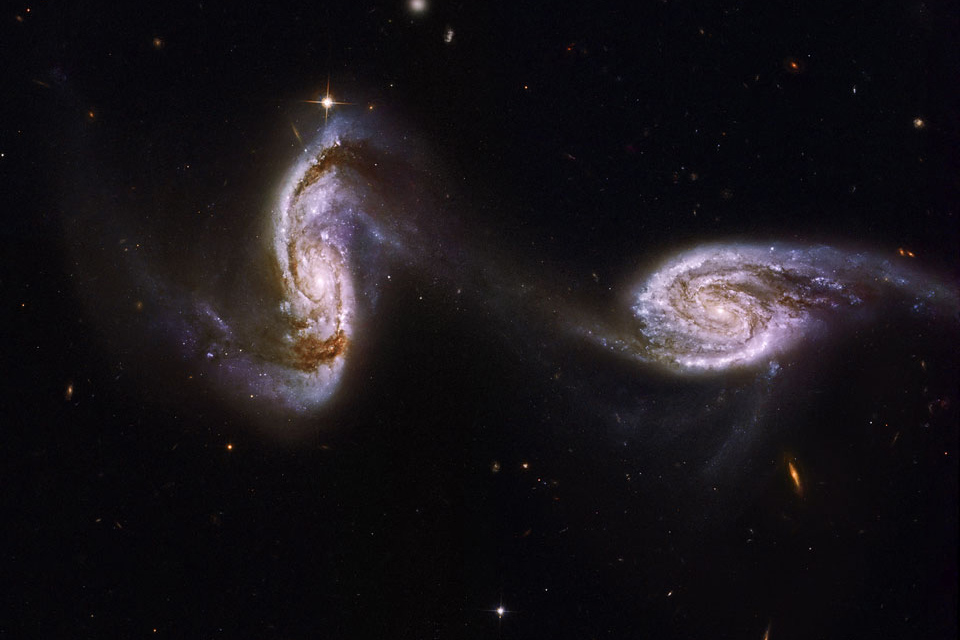 پلی بین دو کهکشان مارپیچی
