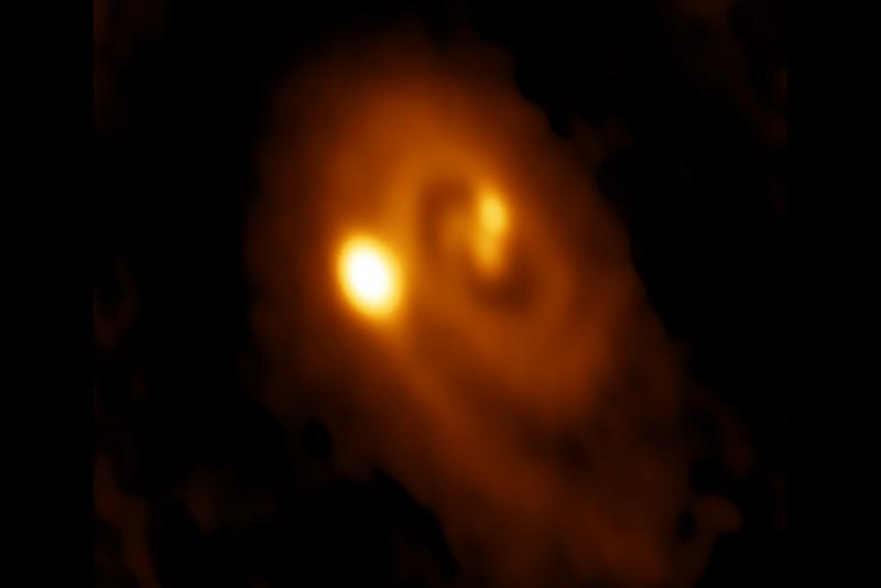 تولد یک سیستم ستاره ای سه گانه