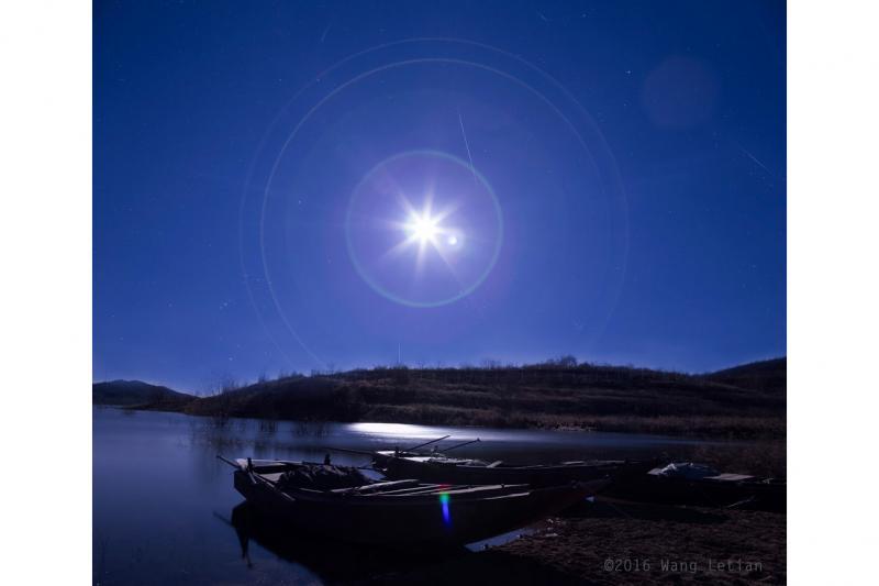 شهاب جوزایی در کنار ماه کامل