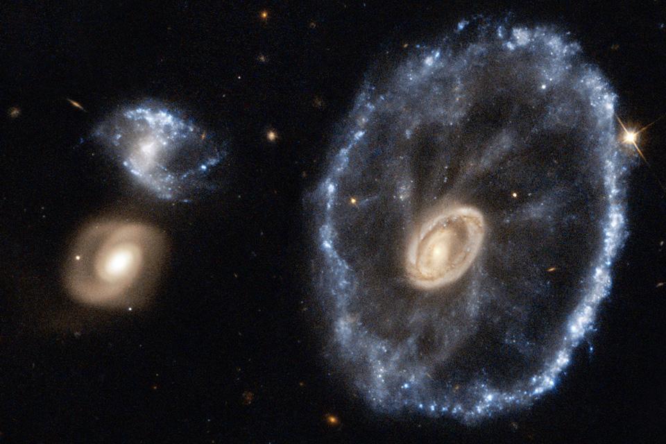 کهکشان چرخ ارابه از دیده هابل