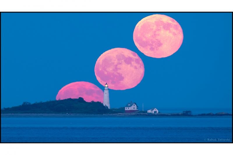 ماه کامل و چراغ بوستون