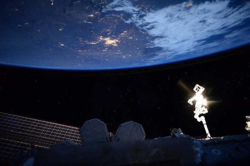زمین در شب از فضا