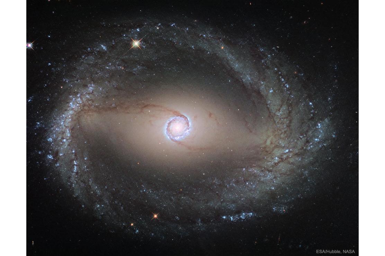 کهکشان های مارپیچیNGC 1512: حلقه داخلی