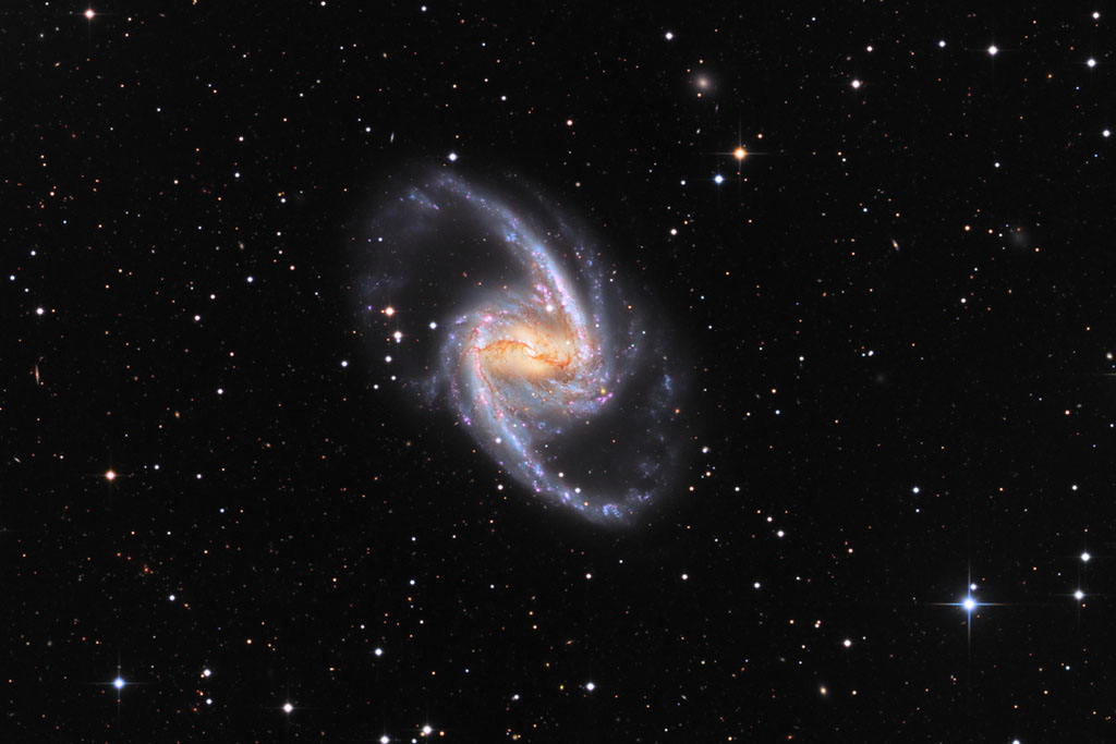 جهان جزیره ای با شکوه NGC 1365