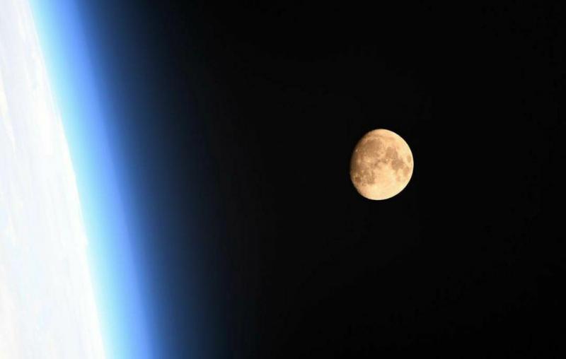 ماه تنها قمر زمین، از ایستگاه بین المللی فضایی