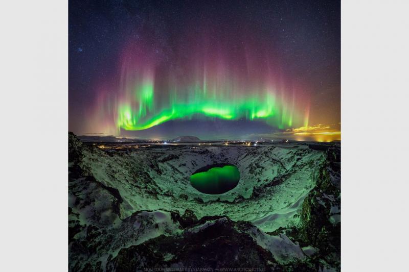 شفق قطبی رنگارنگ برفراز ایسلند