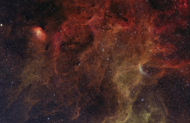 خوشه ستاره ای NGC 6871 و چند جرم بارنارد در صورت فلکی قو