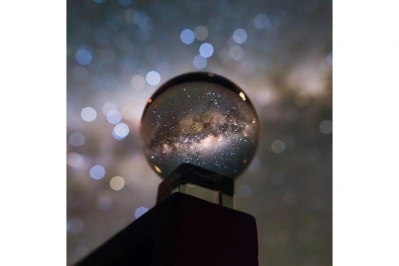 کهکشان راه شیری در گوی کریستالی