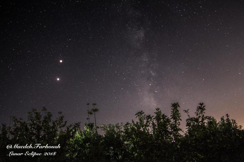 ماه سرخ رنگ، سیاره سرخ رنگ و کهکشان راه شیری عکاس: مائده فرهوش