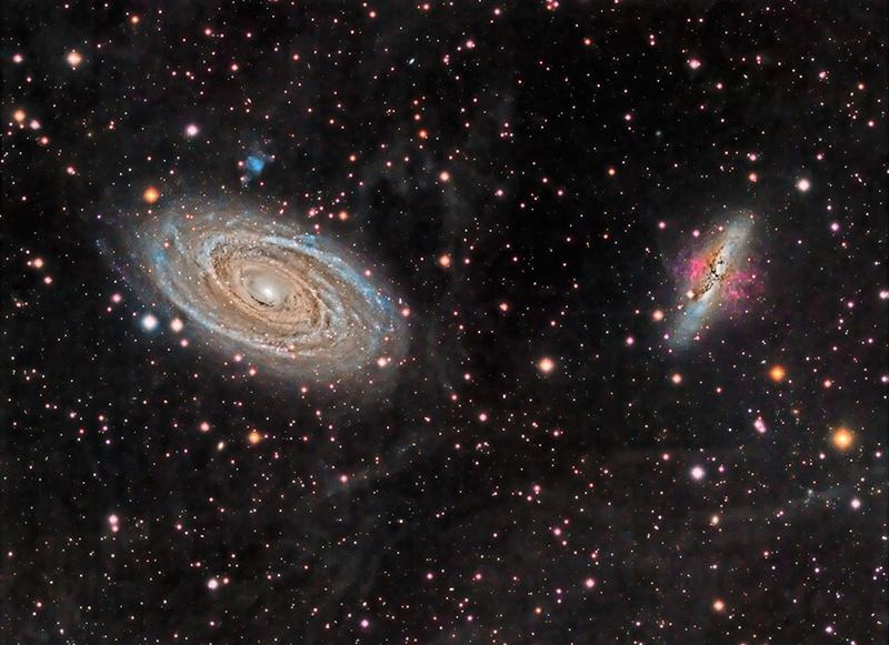 کهکشانهای M81 و M82 از پشت یک سحابی