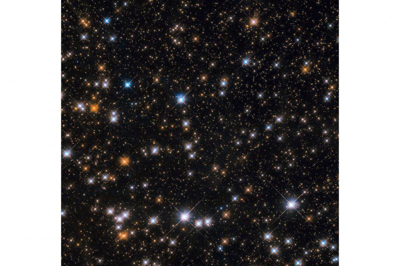 تصویر هابل از گله اردکهای کیهانی، خوشه ستارهای  M11