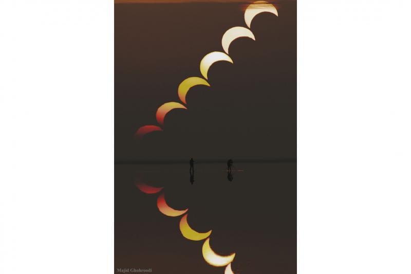 دنباله یک خورشید گرفتگی جزیی و بازتاب آن در دریاچه