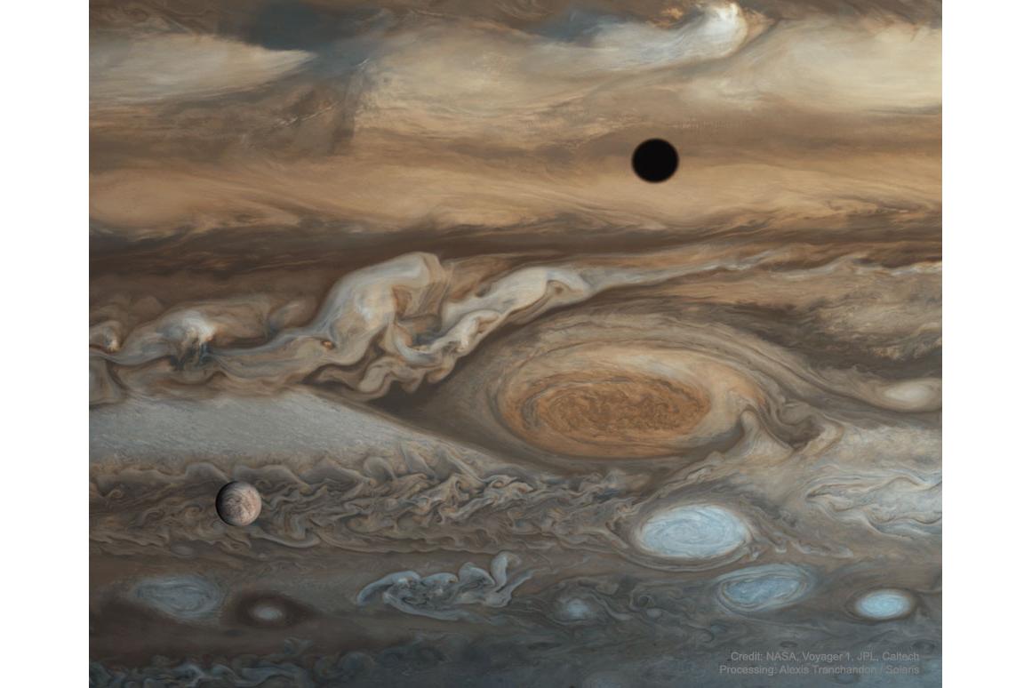 قمر اروپا در مقابل مشتری از دید وویجر ۱