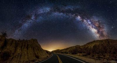 جاده ای در مسیر کهکشان راه شیری