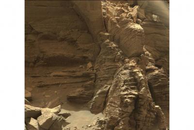 منظره تماشایی از لایه های سنگی مریخ