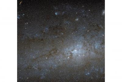 مرکز یک کهکشان مارپیچی با سرگذشتی مرموز