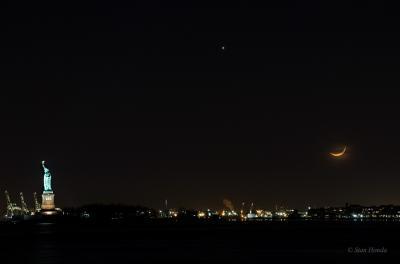 غروب ماه در بندر نیویورک