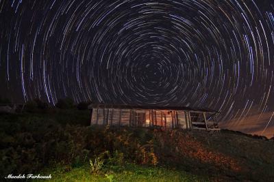 رد ستارگان بر فراز جنگل