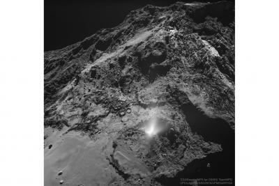 فواره گرد و غبار از دنباله دار67P