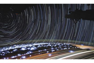 رد ستارگان و نورهای شب ازدید فضانورد ISS