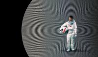 مرد تنهاي ماه